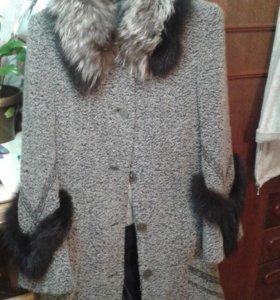 Пальто зимнее.на раннюю весну
