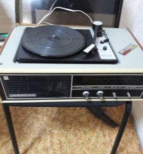 Проигрыватель пластинок с радио