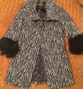 Пальто утеплённое с мехом ламы