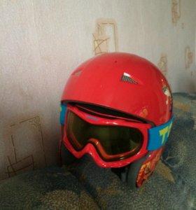 Горнолыжный  шлем с очками и подшлемник