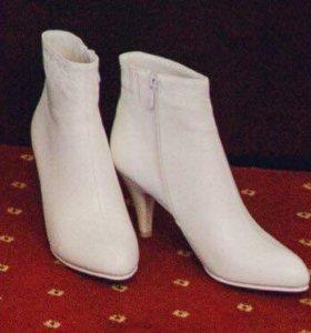 Свадебные  туфли ботильоны белые (осень-зима)