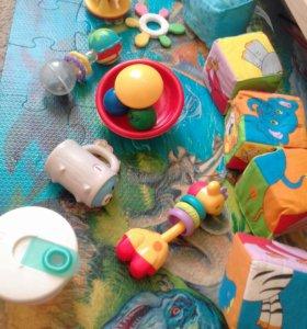 Прорезователи,игрушки  и контейнер