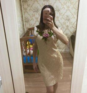 Красивое платье( новое ,44 размер)