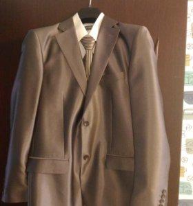 Свадебный костюм (48-50)с галстуком и рубашкой