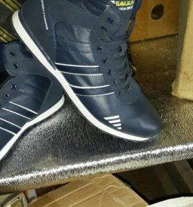 Новые кроссовки с мехом. Есть размеры(40-45)