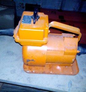 Эллектрический двигатель для вибрирования бетона