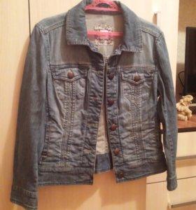 Куртка джинсовая + подарок (вязаная жилетка)