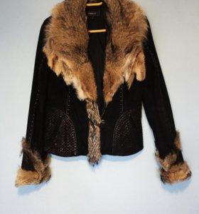 Замшевая куртка с воротником из волка