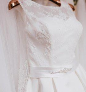 Свадебное платье очаровательное!