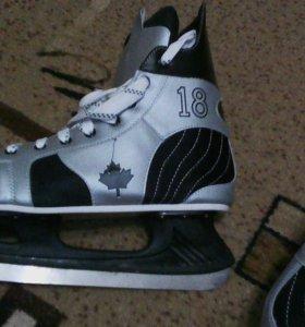 Хоккейные коньки новье