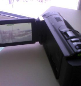 Видеокамеру HDR CX210