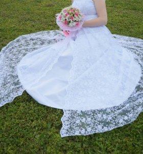 Свадебное платье + колье и серги в подарок.