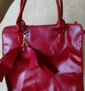 Красная сумка новая