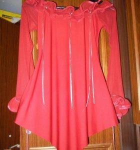 Красно-алая блузка