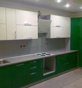 Кухня зелено белая