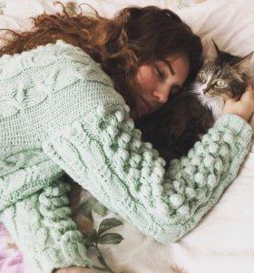 Тёплый вязаный шерстяной свитер