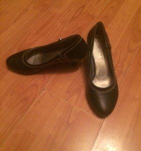 Продаю женские туфли