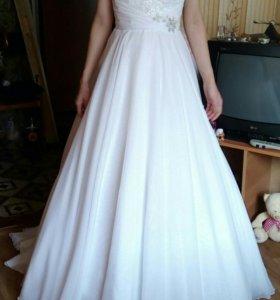 Свадебное платье со шлейфом,шнур есть белый