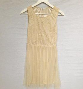 Кремовое платье кружевное