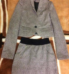 Костюм - пиджак и юбка