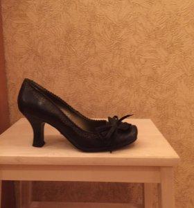Туфли натуральная кожа  37 р