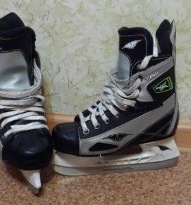 Детские хоккейные коньки 34 р.