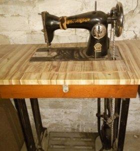 Продается  советская ножная швейная машинка.