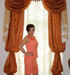 Платье персиковое.