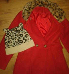 Пальто на девочку 135см