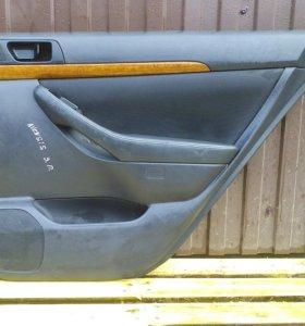 Обшивки задних дверей Тойота Авенсис 2 Avensis 2