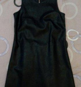 Платье из кожзама