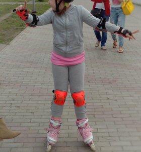 Ролики с шлемом и защитой