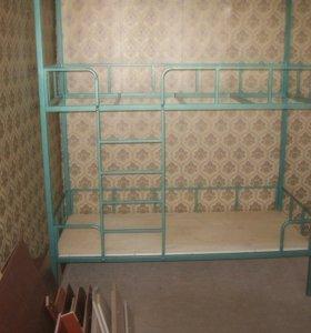 Кровать двухьярусная металлическая