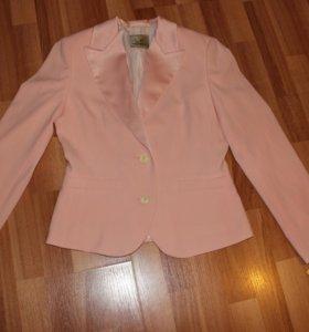 Костюм женский (пиджак, юбка) новые