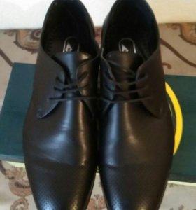 Классические чёрные туфли