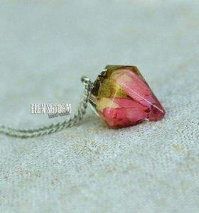Кулон с настоящей розой