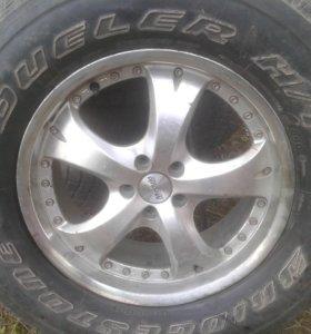 275 / 65 / 17 продам колесо.