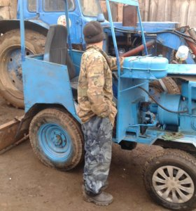 Мини-трактор с навесными оборудованиями