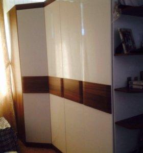 Шкаф, кровать, комод и тумба