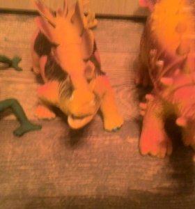 Игрушки пластиковые,резиновые.