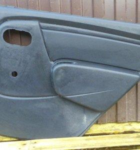 Задние обшивки дверей чёрные Renault Logan