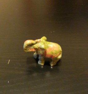 Слоник из нат.камня Яшмы и Нефрита
