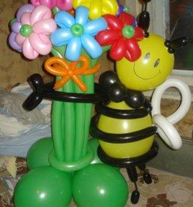 Пчелка с букетом из воздушных шариков