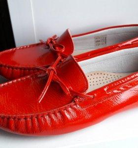 Мокасины, лаковые, красного цвета, 36 размера.