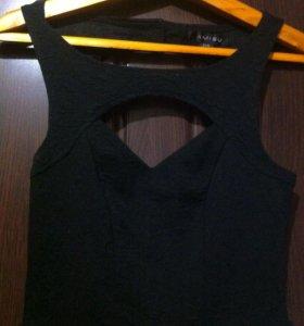 Маленькое черное платье с интересным вырезом 🌟