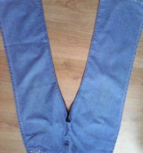 Новые джинсы со стразами.