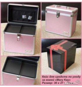 Продам розовый кейс для косметики