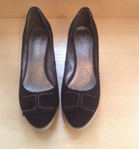 Туфли новые замшевые на каблуке