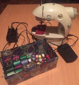 Продается мини швейная машинка.
