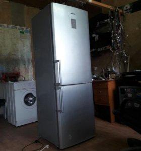 Холодильники и стиральные машины.
